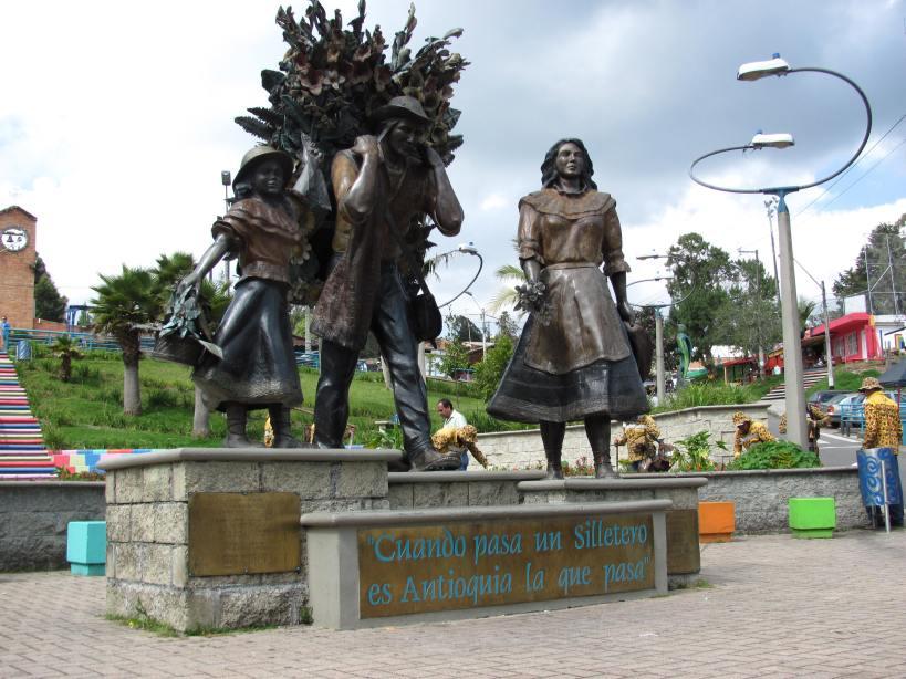 Monumento a los Silleteros en Parque de Corregimiento de Santa Helena - Antioquia. Foto David Medina