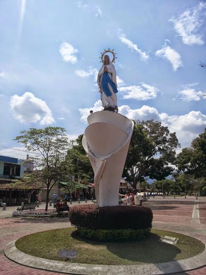 Monumento la virgen Basílica de Buga - Valle del Cauca. Foto: David Medina