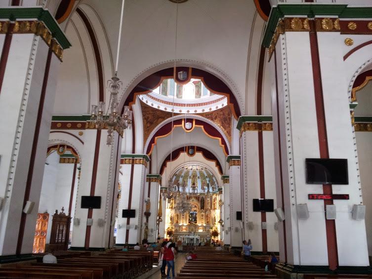 Interior Basílica menor del señor de los Milagros de Buga - Guadalajara de Buga - Valle del Cauca. Foto: David Medina