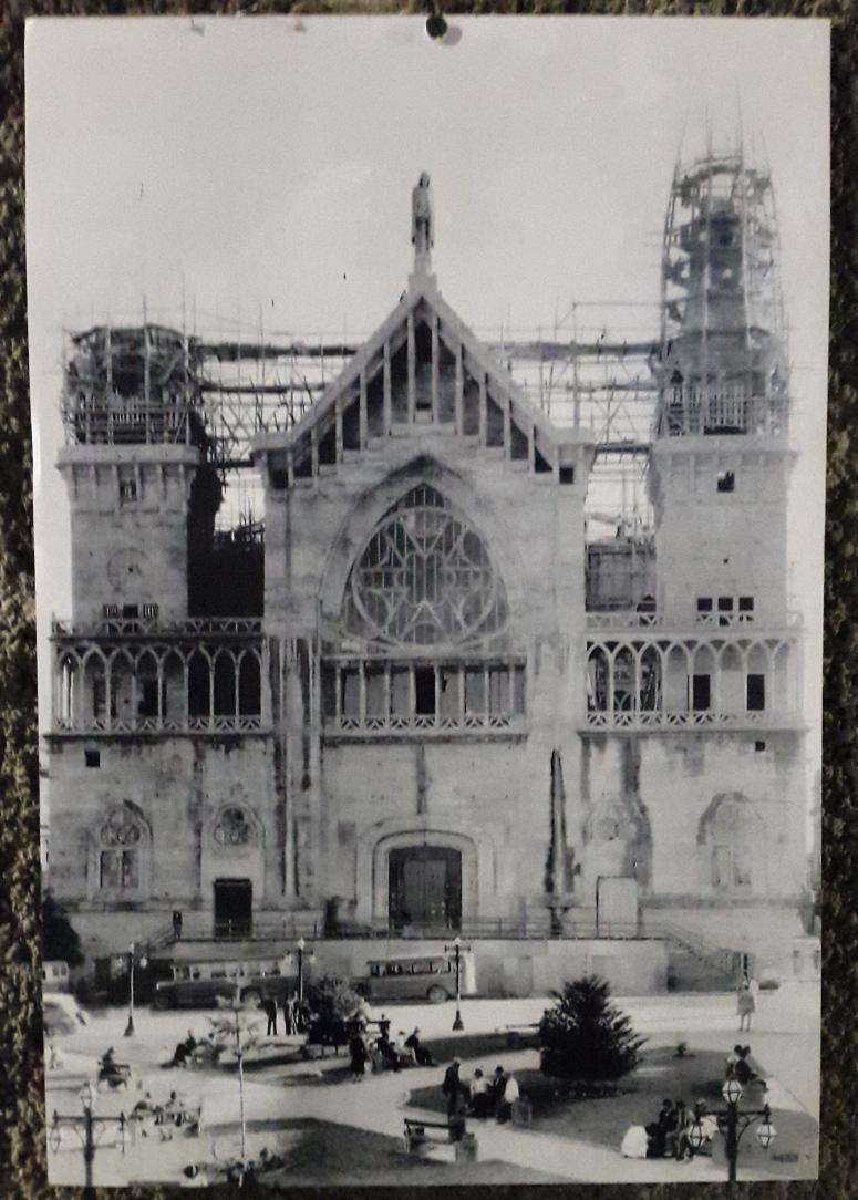 Fotos de la historia de la Catedral en el museo al interior de la misma. Foto: David Medina