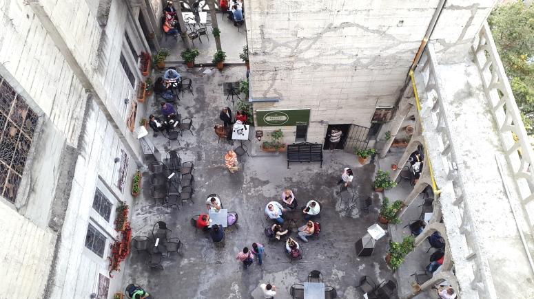 Terraza del Café Tazioli en la Catedral de Manizales - Caldas. Foto: David Medina