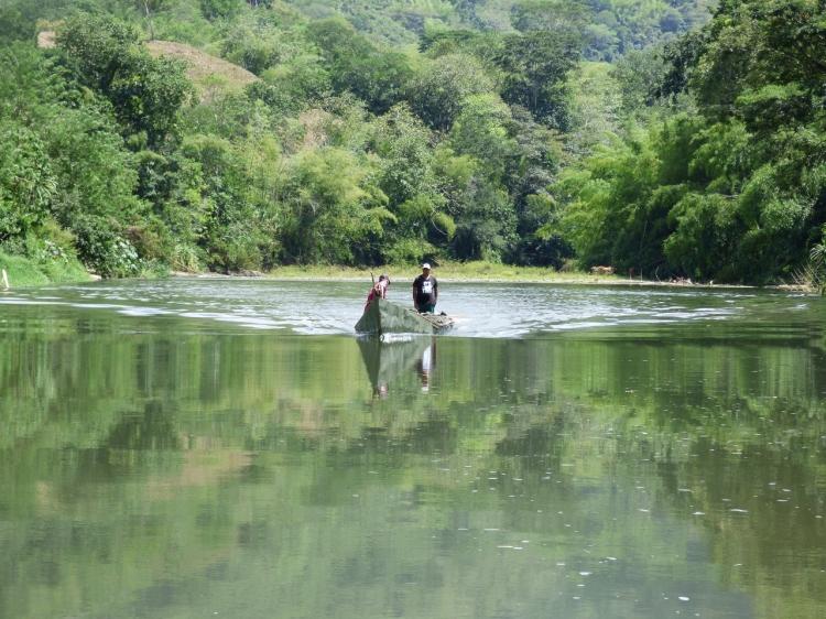 Pescadores y trabajadores en el Río la Vieja. Foto: David Medina