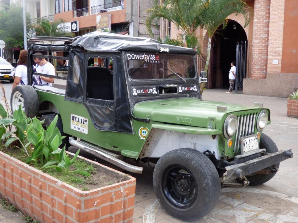 Jeep Willys - transporte hasta el río la Vieja - Quimbaya - Quindío. Foto: David Medina