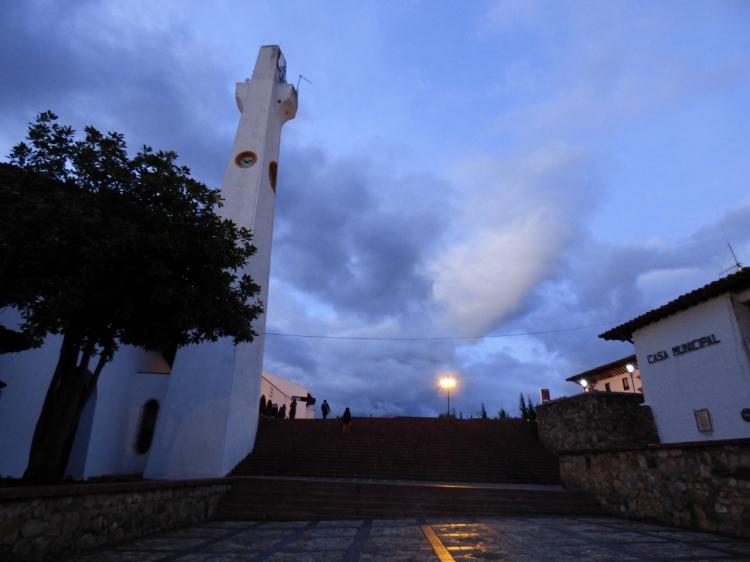 Iglesia y Casa Municipal - Guatavita - Cundinamarca. Foto: David Medina