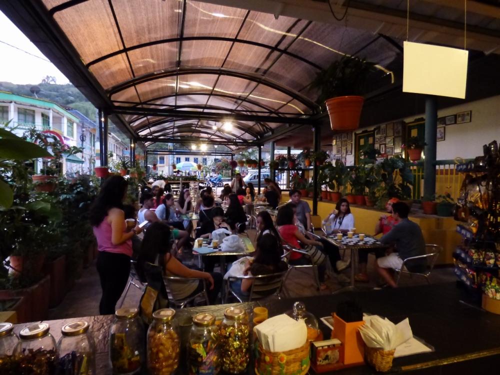 Disfrutando un delicioso café en Los Pinaos - Pijao - Quindío. Foto: David Medina