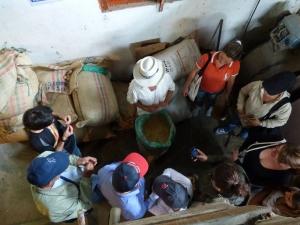 Don Leo Explica el proceso del Café en su finca - Pijao - Quindío. Foto: David Medina
