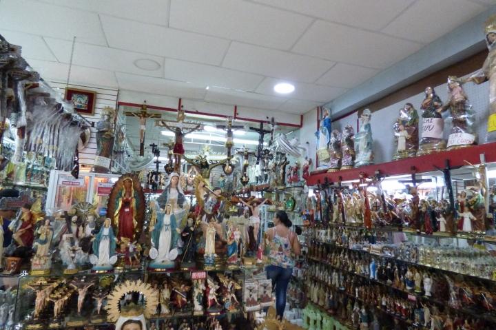 Almacenes de artículos religiosos en Buga - Foto: David Medina